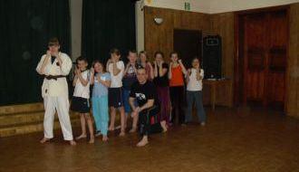 Zajęcia karate w klubie.