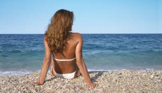 Na plaży w promieniach słońca