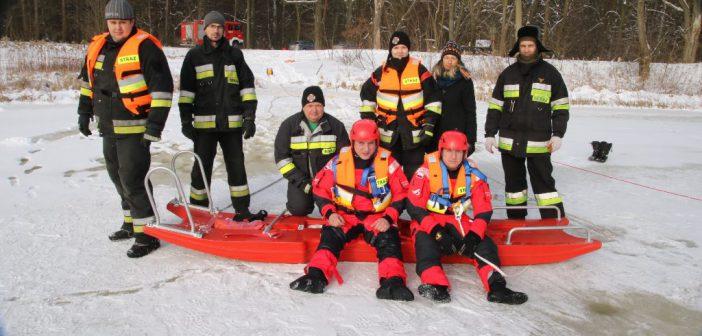 """Strażacy z OSP Ruszów ,,na lodzie"""""""